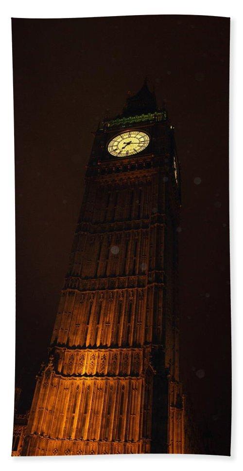 Big Ben House Of Parliament Westminster London City Sight Clock Photograph Night Rain Rainy Bath Sheet featuring the photograph Big Ben In Rainy Night by Steve K