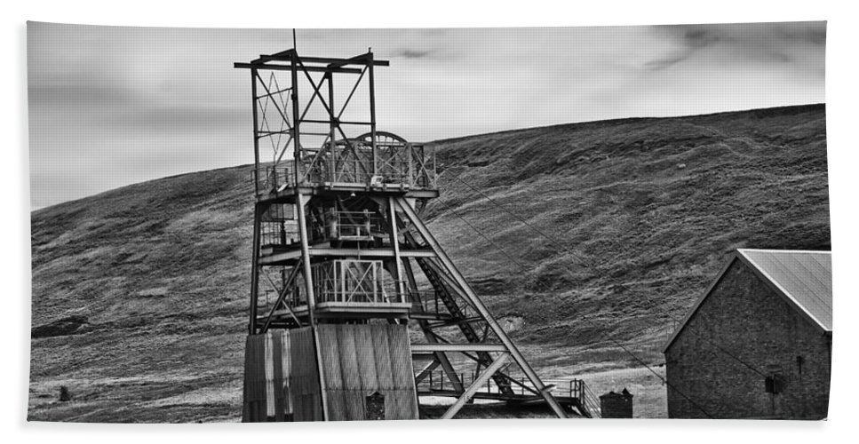 Big Pit Colliery Hand Towel featuring the photograph Big Pit Colliery Monochrome by Steve Purnell