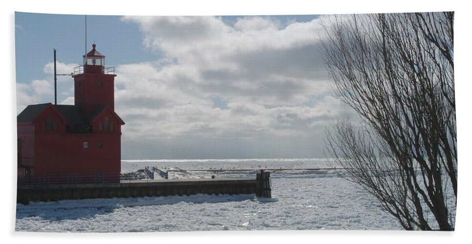 Big Red. Light House Bath Sheet featuring the photograph Big Red by Joseph Yarbrough