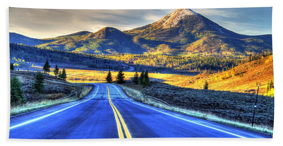 Landscape Hand Towel featuring the photograph Big Sky by Scott Mahon