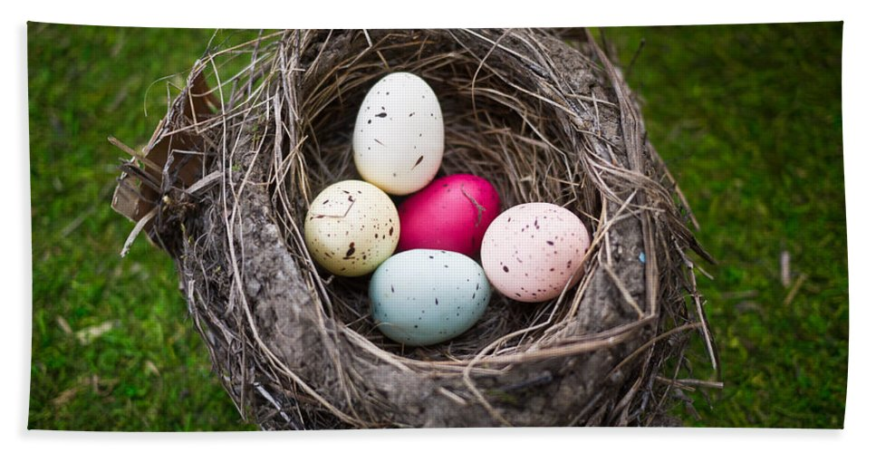 Nest Bath Towel featuring the photograph Bird's Nest With Easter Eggs by Edward Fielding