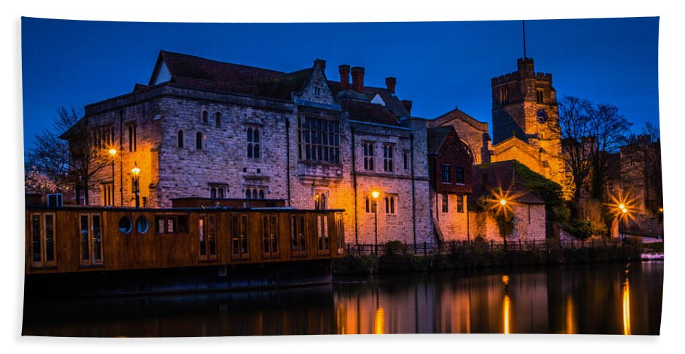 Bishops Palace Maidstone Hand Towel featuring the photograph Bishops Palace Maidstone by Dawn OConnor