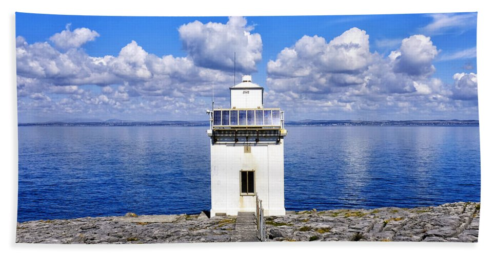 Black Head Bath Sheet featuring the photograph Black Head Lighthouse by Fabrizio Troiani