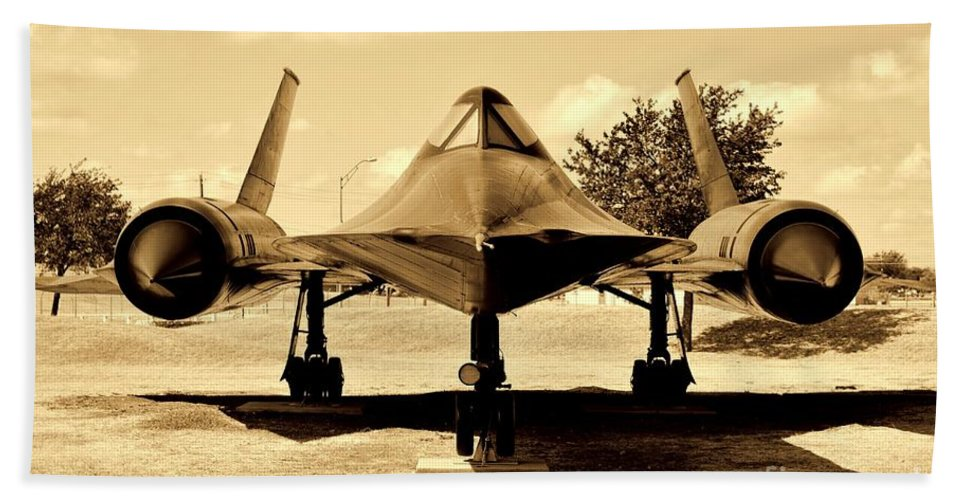 Lockheed Sr-71 Blackbird Hand Towel featuring the photograph Blackbird by Tommy Anderson