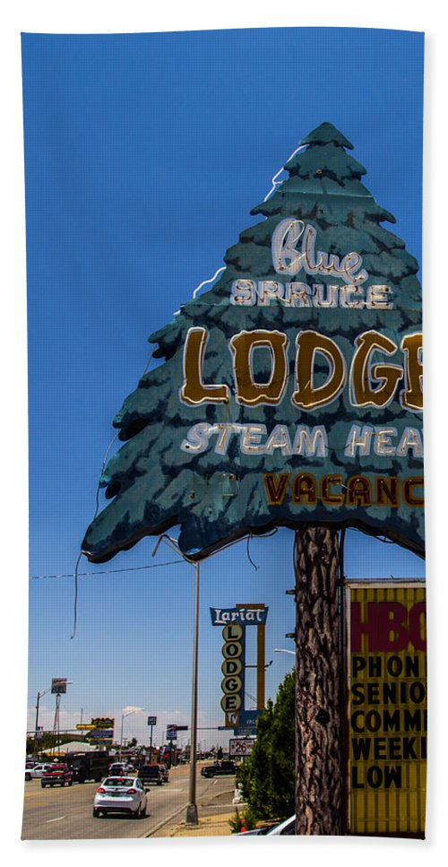 Route 66 Hand Towel featuring the photograph Blue Spruce Lodge by Angus Hooper Iii