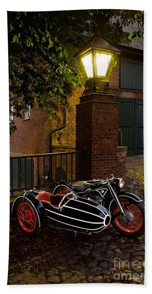 Bike Bath Sheet featuring the photograph Bmw R 12 by Frank Kletschkus