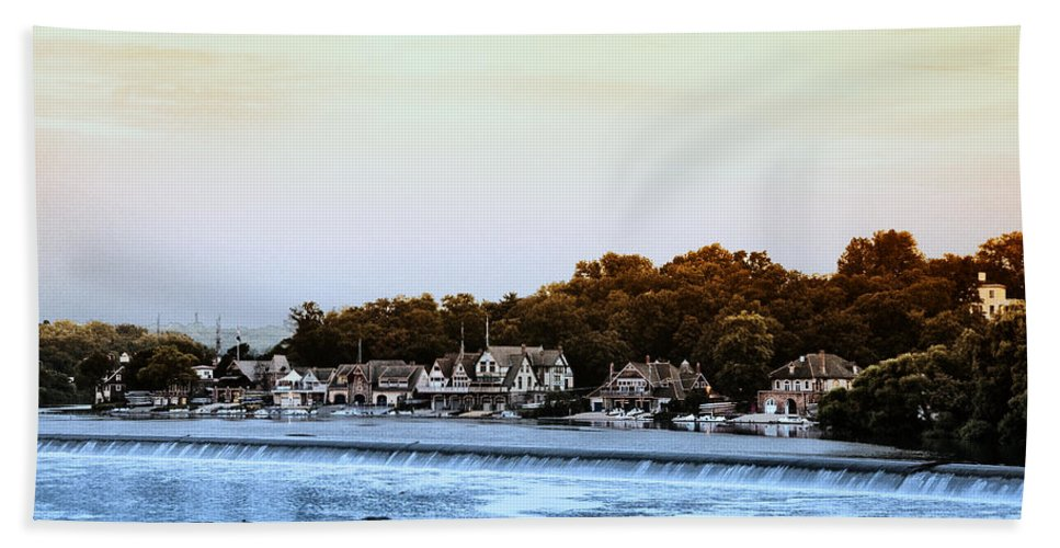Boathouse Bath Sheet featuring the photograph Boathouse Row And Farmount Dam by Bill Cannon