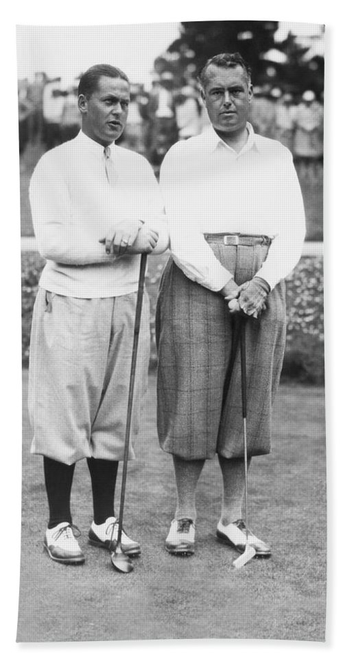 1929 Hand Towel featuring the photograph Bobby Jones At Pebble Beach by Underwood Archives