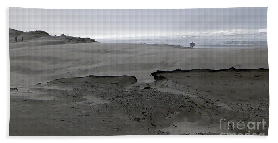 Blowing Sand Formation With Ocean Background Bath Sheet featuring the photograph Break In The Storm by Susan Garren