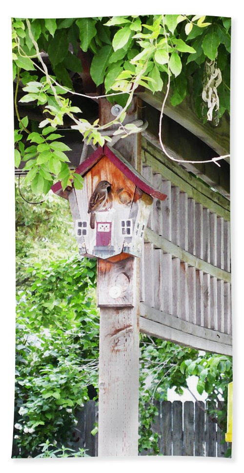 Bird Hand Towel featuring the photograph Breakfast At The Birdhouse by Anne Mott