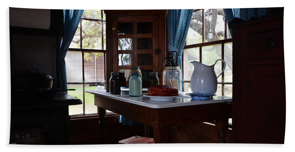 Breakfest Table Hand Towel featuring the photograph Breakfast Nook by David Lee Thompson