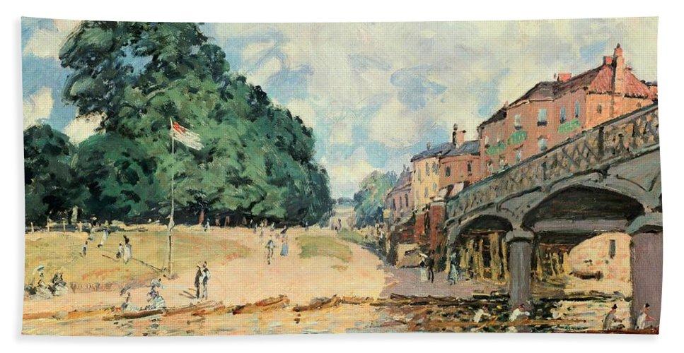 Bridge At Hampton Court Bath Sheet featuring the painting Bridge At Hampton Court by Alfred Sisley