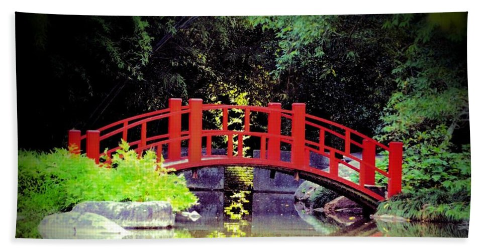 Bridge Front Hand Towel featuring the photograph Bridge Front by Maria Urso