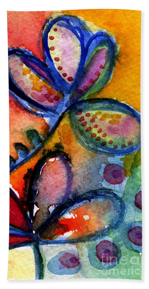 Abstract Bath Towel featuring the painting Bright Abstract Flowers by Linda Woods