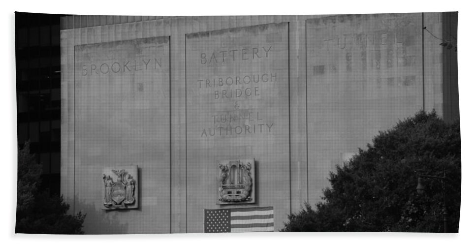 Brooklyn Hand Towel featuring the photograph Brooklyn Battery Tunnel In Black And White by Rob Hans