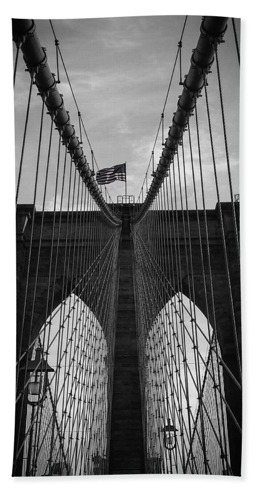 New York Bath Towel featuring the photograph Brooklyn Bridge by Nicklas Gustafsson