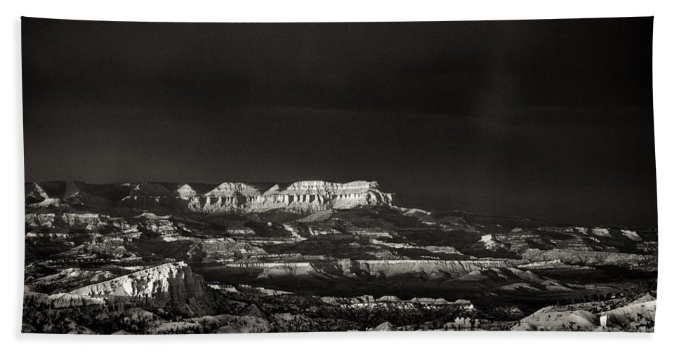North America Hand Towel featuring the photograph Bryce Canyon Formations In Black And White by Dave Welling
