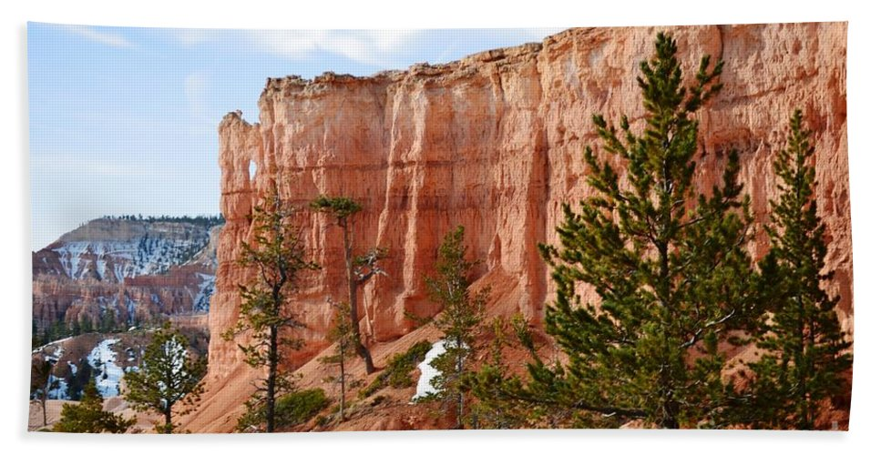 Bryce Canyon Hand Towel featuring the photograph Bryce Curved Formation Wall by Rincon Road Photography By Ben Petersen