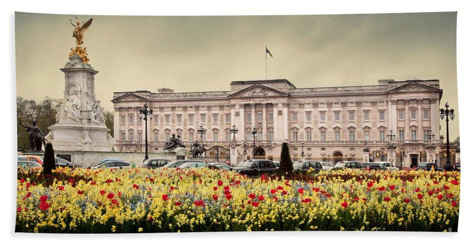 Buckingham Bath Sheet featuring the photograph Buckingham Palace In London Uk by Michal Bednarek