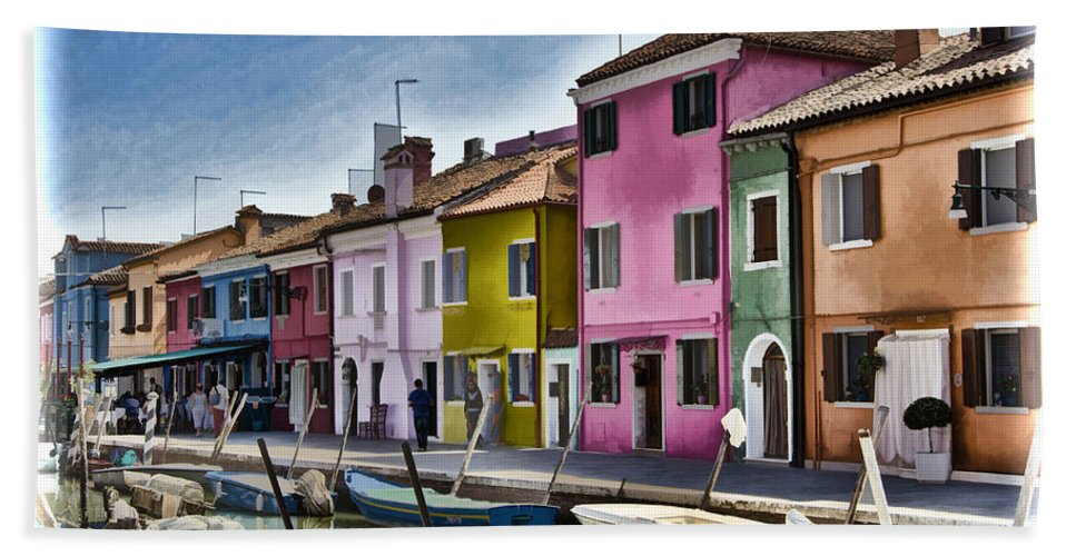 Burano Bath Sheet featuring the photograph Burano Italy - Colorful Homes by Jon Berghoff