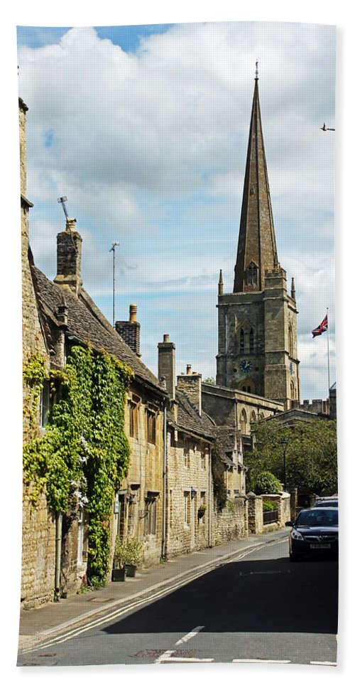 Burford Bath Sheet featuring the photograph Burford Village Street by Tony Murtagh
