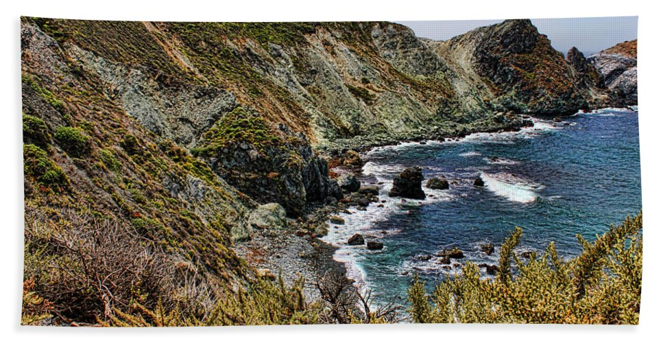 America Hand Towel featuring the photograph California Coastline by Judy Vincent