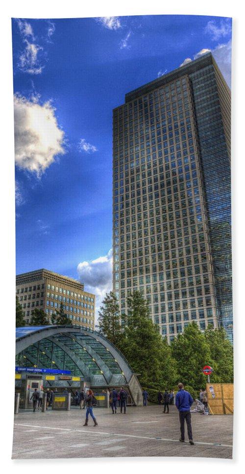 Canary Wharf Bath Sheet featuring the photograph Canary Wharf Station London by David Pyatt