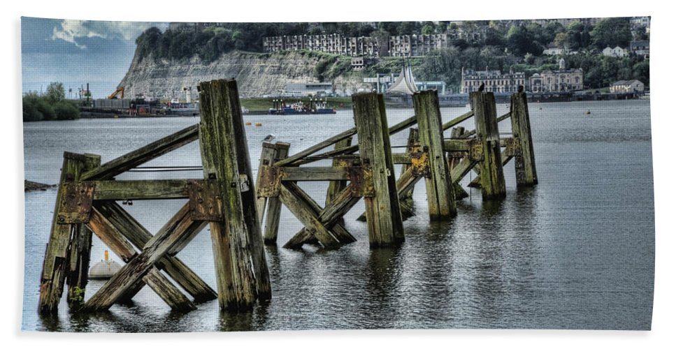 Cardiff Bay Jetty Bath Sheet featuring the photograph Cardiff Bay Old Jetty Supports by Steve Purnell