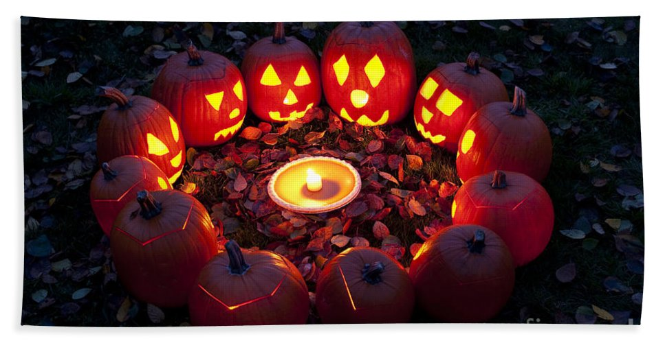 31st Hand Towel featuring the photograph Carved Pumpkins With Pumpkin Pie by Jim Corwin