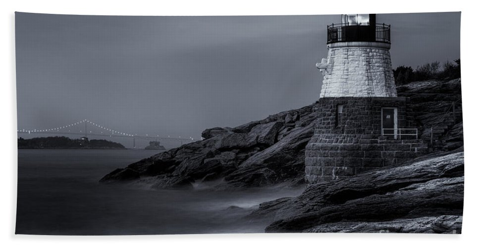 Atlantic Bath Sheet featuring the photograph Castle Hill Lighthouse Bw by Jerry Fornarotto