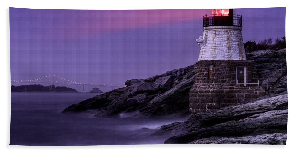Atlantic Bath Sheet featuring the photograph Castle Hill Lighthouse by Jerry Fornarotto