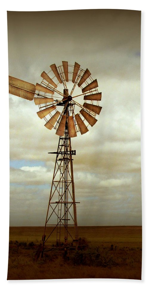 Windmill Bath Towel featuring the photograph Catch The Wind by Holly Kempe