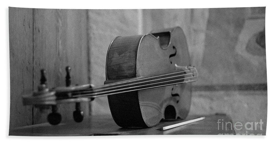 Cello Hand Towel featuring the photograph Cello by Riccardo Mottola