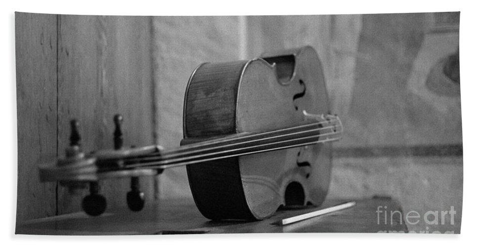 Cello Bath Sheet featuring the photograph Cello by Riccardo Mottola