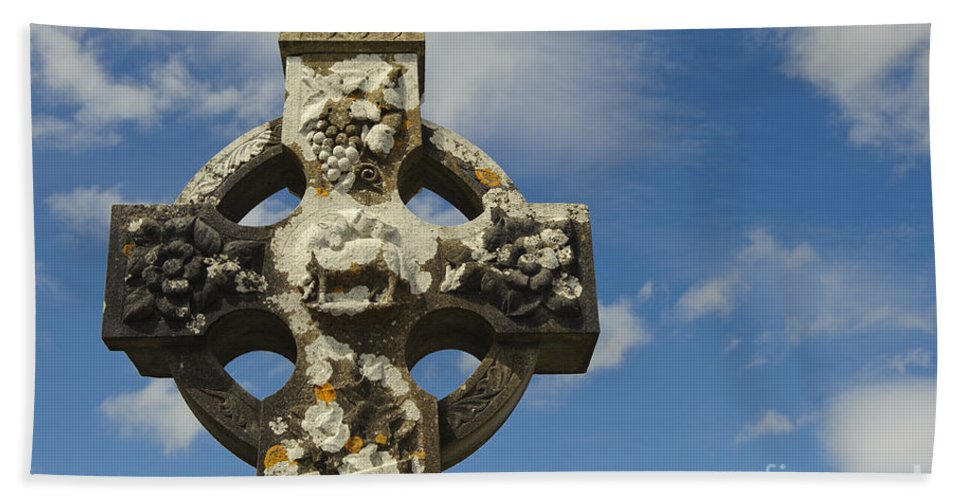 Ireland Bath Sheet featuring the photograph Celtic Cross, Cong Abbey, Ireland by John Shaw