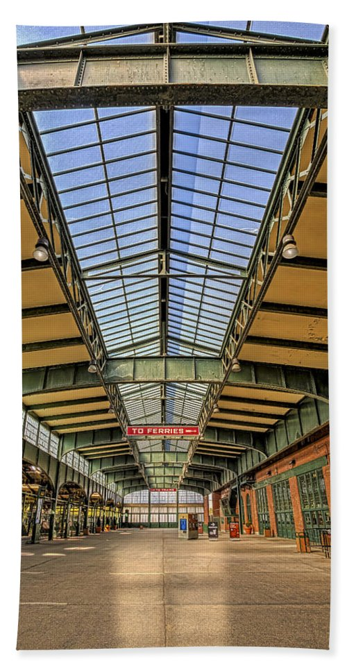 Cnj Bath Sheet featuring the photograph Central Railroad Of New Jersey Crrnj by Susan Candelario