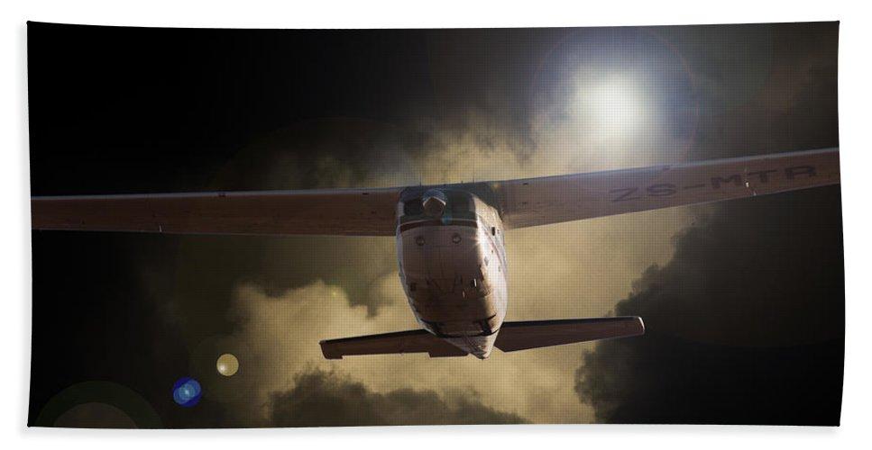 Cessna 172 Skyhawk Bath Sheet featuring the photograph Cessna Fast Light by Paul Job