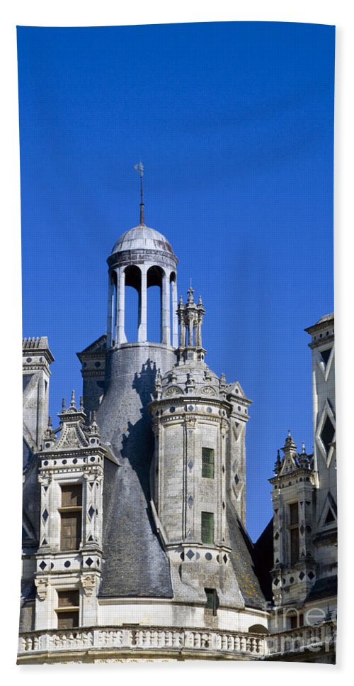 Chambord Chateau France Chateaus Castle Castles Structure Structures Architecture Bath Sheet featuring the photograph Chambord Chateau by Bob Phillips