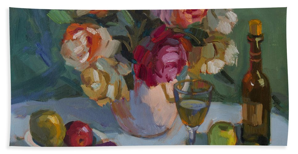 Roses Hand Towel featuring the painting Chardonnay And Roses by Diane McClary