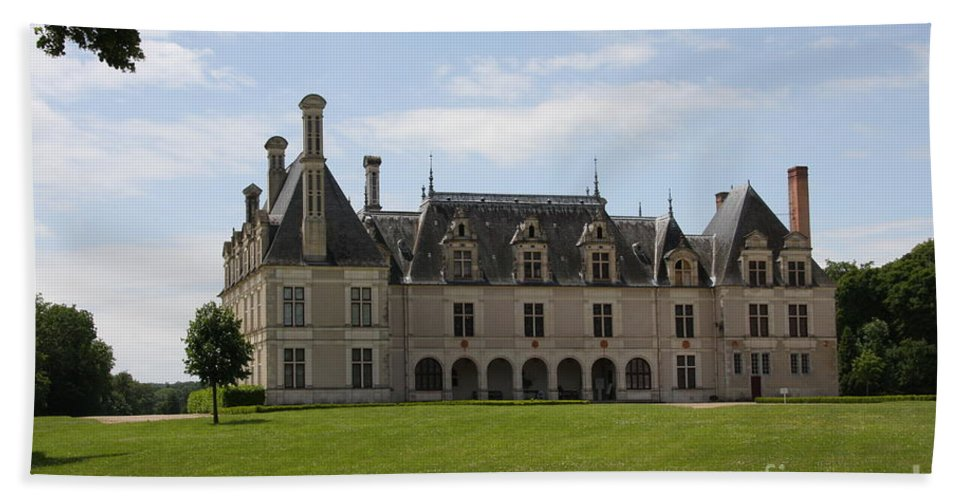 Palace Bath Towel featuring the photograph Chateau Beauregard Loire Valley by Christiane Schulze Art And Photography