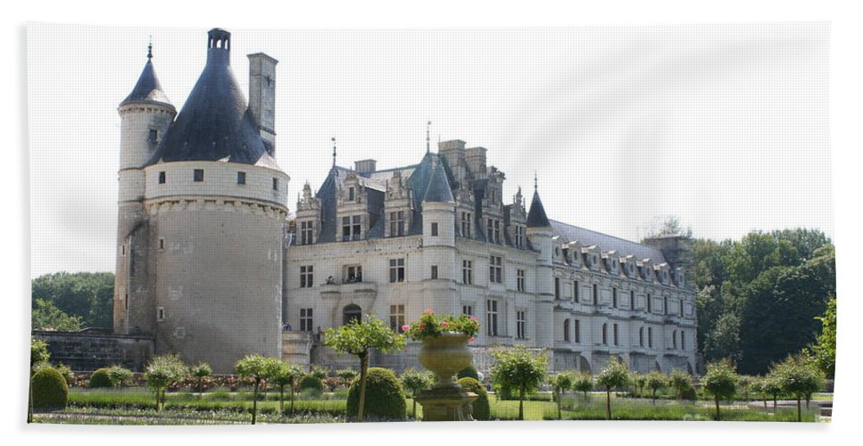 Castle Hand Towel featuring the photograph Chateau Chenonceau And Garden by Christiane Schulze Art And Photography