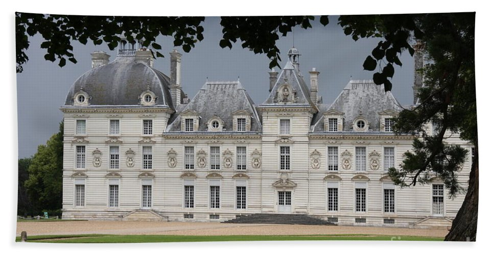 Palace Bath Sheet featuring the photograph Chateau De Cheverny - France by Christiane Schulze Art And Photography