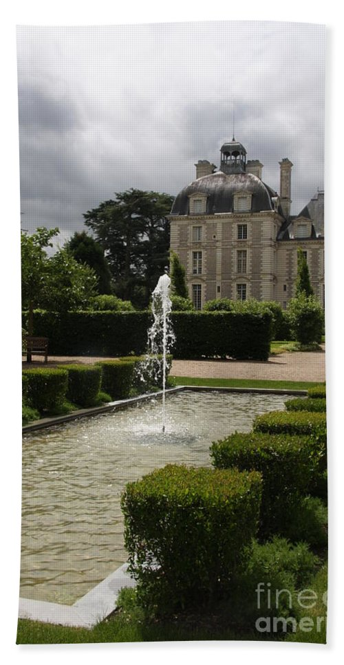 Palace Bath Sheet featuring the photograph Chateau De Cheverny With Garden Fountain by Christiane Schulze Art And Photography