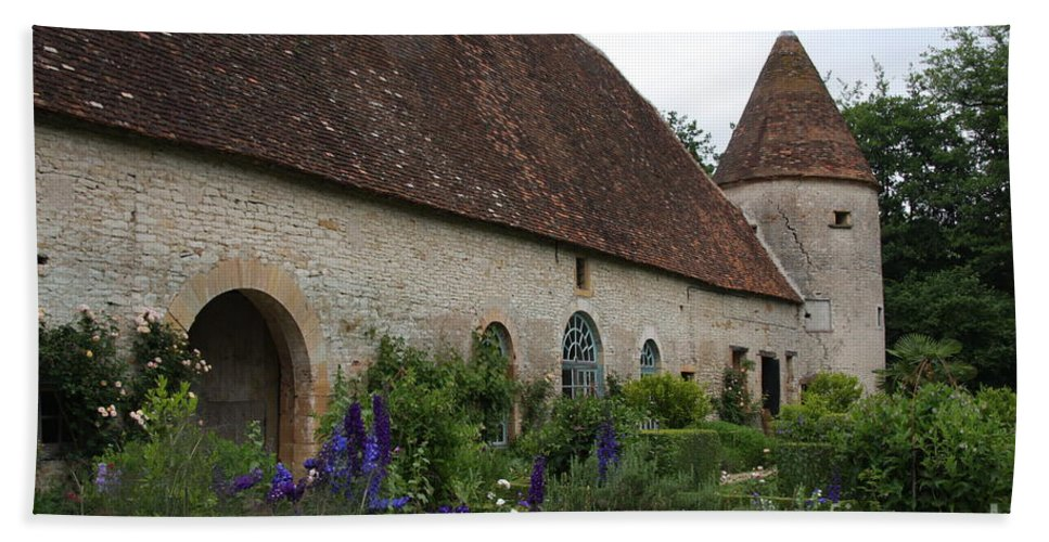 Palace Hand Towel featuring the photograph Chateau De Cormatin Kitchen Garden - Burgundy by Christiane Schulze Art And Photography