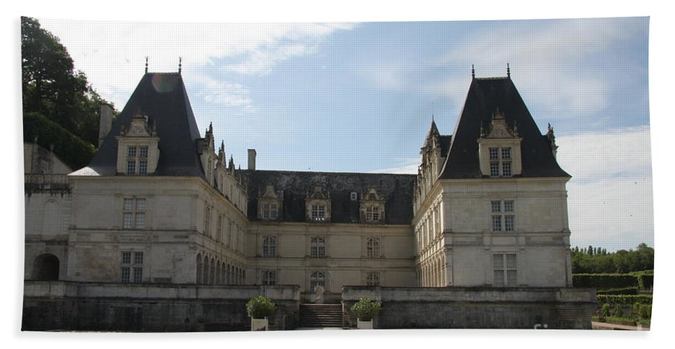 Palace Bath Sheet featuring the photograph Chateau Villandry by Christiane Schulze Art And Photography