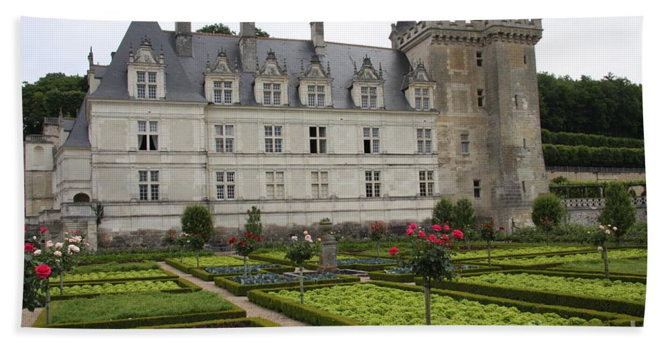 Salad Bath Sheet featuring the photograph Chateau Villandry - Usefulness And Ornament by Christiane Schulze Art And Photography