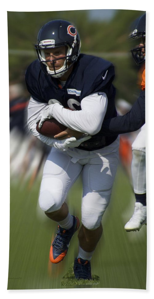 Chicago Bears Hand Towel featuring the photograph Chicago Bears Training Camp 2014 Moving The Ball 05 by Thomas Woolworth