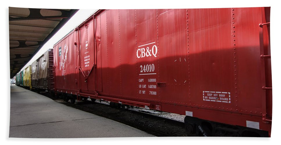 Chicago Burlington Quincy Hand Towel featuring the photograph Chicago Burlington Quincy Freight Cars by Paul Cannon