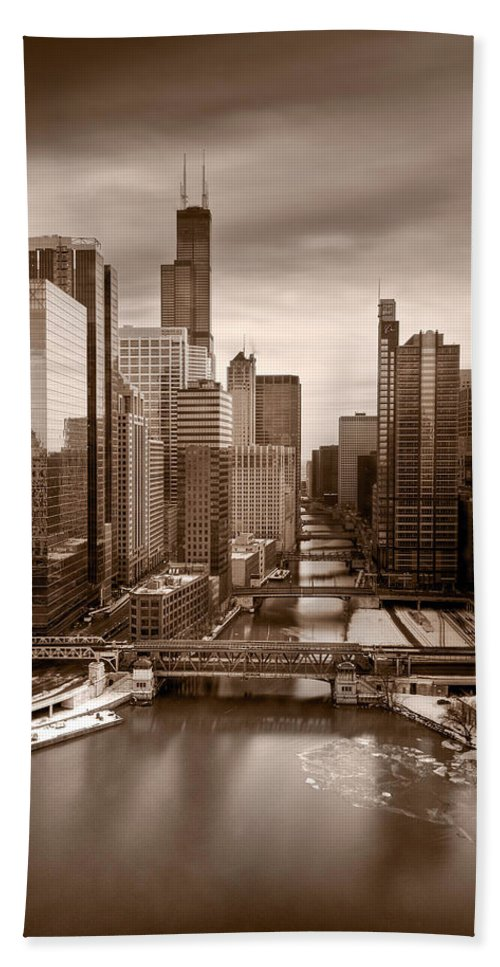 Train Bath Sheet featuring the photograph Chicago City View Afternoon B And W by Steve Gadomski