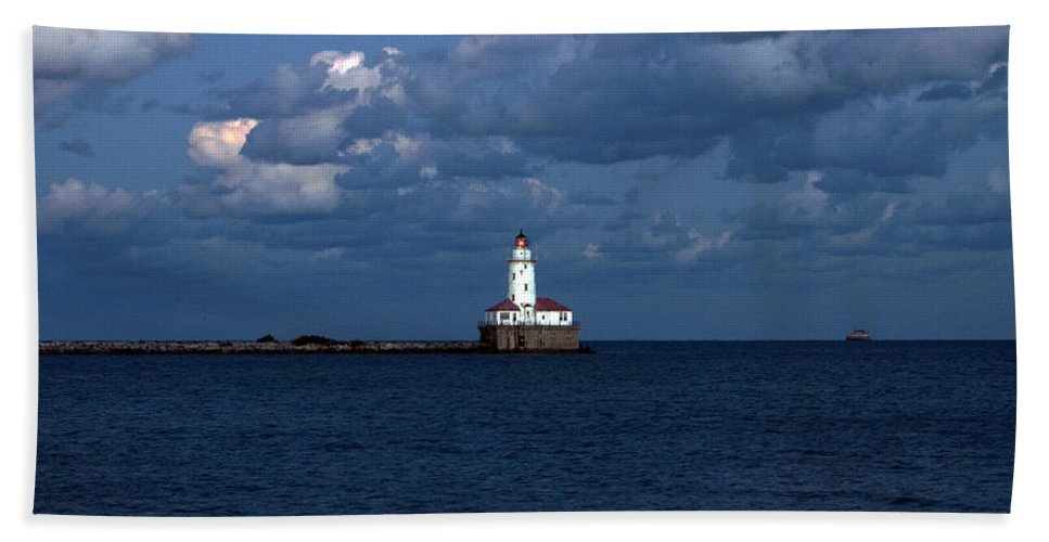 Horizontal Bath Sheet featuring the photograph Chicago Illinois Harbor Lighthouse Early Evening Usa by Sally Rockefeller